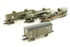 Roco H0 - 67117/76842/76863 - Two tank carriages, closed freight carriages and flatcar with vehicles from USATC
