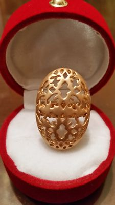 Delicate and elegant gold ring Suitable for parties and wedding attire Very comfortable to wear. **No reserve price**