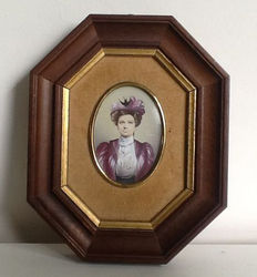 Portrait miniature of a wealthy lady in octagonal frame -Mid 20th century-Italy