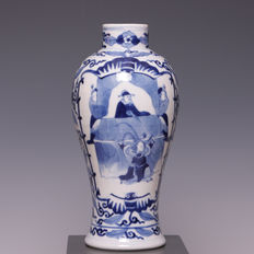 Beautiful blue/white porcelain vase, figures in panel - China - 19th century