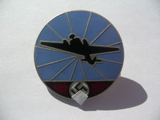 German army WW2: WW2 Luftwaffe badge; Aviator radio operator, badge in enamel, diameter 2.5 cm.