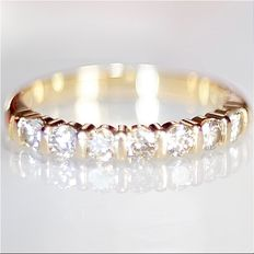 Dazzling yellow gold eternity ring with diamonds of 0.49 ct in total, 2.51 grams, no reserve price