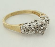 Bi-colour gold ring of 14 kt with brilliant cut diamond