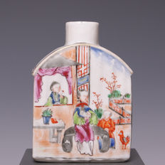 Nice polychrome decorated porcelain tea canister; long rag dollls with a boy and a rooster - China - 18th Century