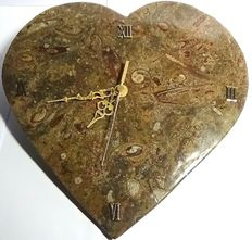 Heart carved and polished by hand in fossil stone and used as a clock - 1.46 kg - 26 x 25 cm