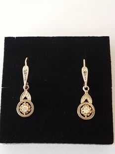 Art Deco earring, 18 kt two-toned gold and diamonds