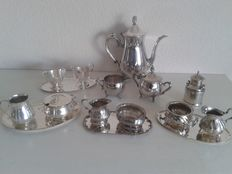 Silver plated coffee pot English style and 5 silver plated creamer set.