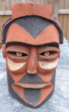 Large very heavy painted helmet mask - New Ireland - Papua New Guinea