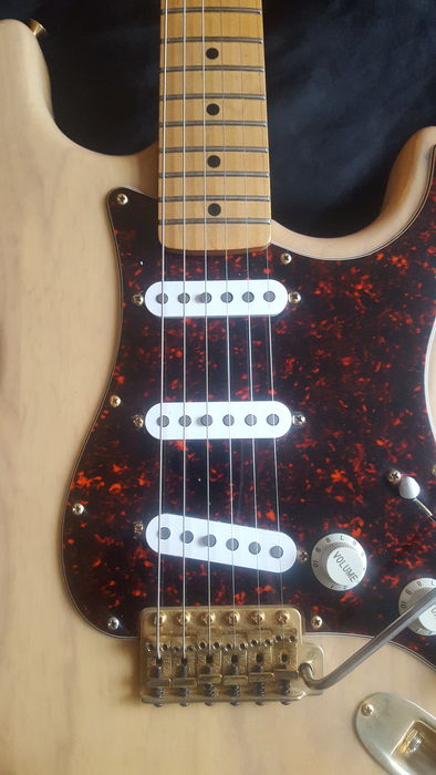Fender Stratocaster Deluxe Player - Honey Blonde Clear Ash - Mexico - 1998  - Catawiki