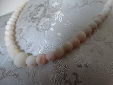 "Delicate natural ""angel-skin"" coral necklace, white/pink strung 2 mm - 13 mm"