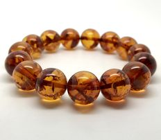 Bracelet of natural Baltic amber beads 13.5 mm in diameter - handmade Baltic jewellery