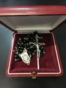 Lovely, rare and exclusive rosary of Pope Francis, personally received as a gift in a latest private audience - 2016