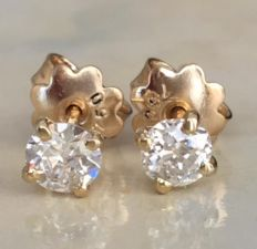 A pair of 18 kt yellow gold solitaire diamond ear studs, with approx. 0.65 ct in Bolshevik cut diamonds in total, H/VS/SI
