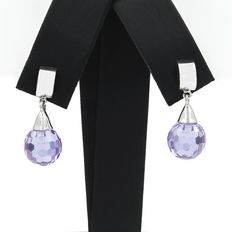 Long white gold earrings with amethyst.