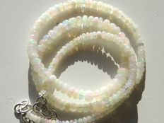 Natural Welo opal necklace - 43 crt