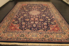 A fine Persian palace carpet, Ch. Isfahan Esfahan cork wool with silky glimmer,   end of the 20th century, 275 X 375 cm, in good condition