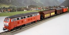 Roco H0 – 41150/77878/7113–  DB freight train with diesel locomotive BR 215, coal car, lorry and freight carriages.