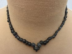 Roman necklace with black iridescent glass beads - 42 cm