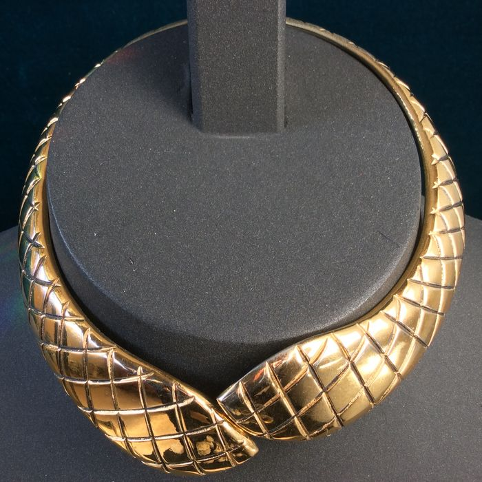 d7f0644303a Gold-plated Yves Saint Laurent women's necklace - Catawiki