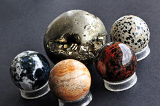 A fine collection of various Mineral Spheres - 4 to 6,6cm - 912gm  (5)
