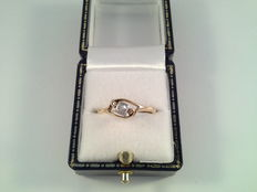 Old 18 karat yellwo gold ring with diamond, 0.15 ct in platinum