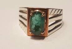 A 3 ct emerald ring in silver