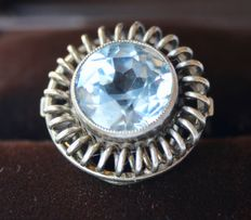 Handmade ring with a brilliant cut aquamarine approx 11.8 mm. Stone in excellent condition.
