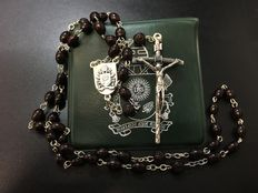 Exclusive rosary of Pope Francis, received as a gift from his hands during a Wednesday public hearing - 2015