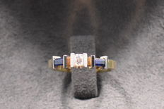 14 Kt gold ring with a solitary diamond and sapphire 0.100 ct.
