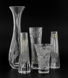 Lot of 5 faceted crystal vases, 3/5 Atlantis Portugal vases, second half of the 20th century