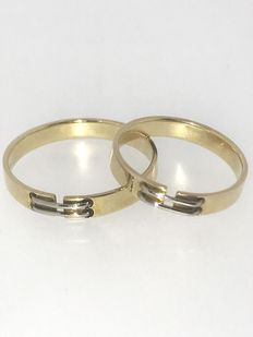 Set of gold engagement rings
