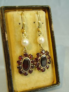 Earrings with garnet and genuine Akoya pearls