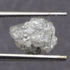 White to light silver-grey naturally coloured rough diamond of - 8.76 x 6.62 x 4.84 mm - 2.35 ct.