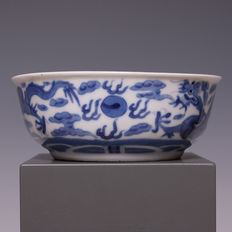 Beautiful blue white porcelain bowl, decoration with dragons with flaming pearl - China, around 1900.