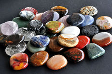 "Lot of ""Pocket Stones"" in various Minerals - 36 to 51mm - 1 kg  (33)"