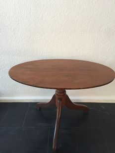 Oval Walnut Side Table with inlays, from around 1900-1920