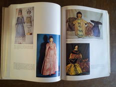 2 x dolls books, The collector's book of dolls' clothes 1700-1929 and The collector's encyclopedia of dolls by Coleman