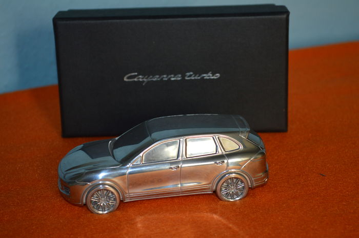 Porsche Cayenne Turbo - massive paperweight - model - 1:43