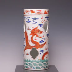 Porcelain hat stand with decoration of dragons with flaming pearl - China - circa 1900  (Guangxu brand and period)