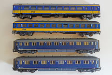 Märklin/Roco HO - 42645/44296/765/45317 - 4 carriages of the NS: 2 plan D, one ICK and one ICR.