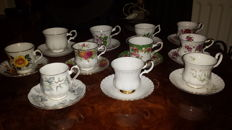 Lot with 11 English cups and saucers.