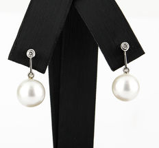 White gold earrings, with brilliant cut diamonds and South Sea (Australian) pearls.