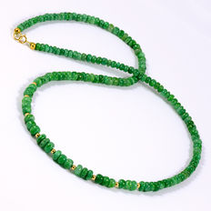 Emerald necklace with 18 kt/750 yellow gold clasp