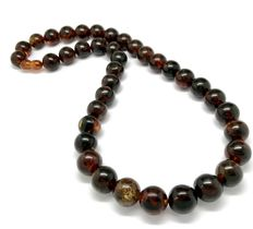 Classic dark Baltic amber necklace 45 cm in length - weight 35 grams