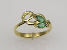 14 kt gold. Ring. Emeralds: 0.28 ct. Diamond: 0.006 ct. Cut: 52 (diameter: 16.5 mm). No reserve price.