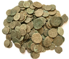 Roman Empire -Large collection of 180 Roman bronze coins-not cleaned- 1st / 4th. Century A.D.