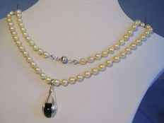 Genuine white Akoya pearl necklace with jade clip pendant