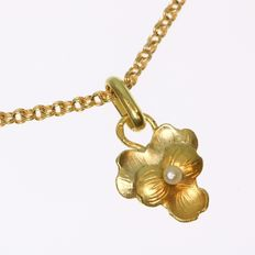 Gold flower pendant with chain and one real orient seed pearl - anno 1900