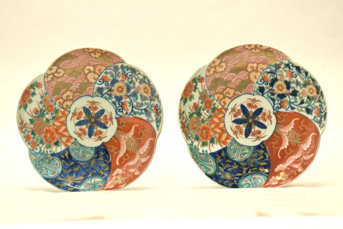 Two Imari plates – white, blue and basic iron red – hand-painted – Japan – 19th century