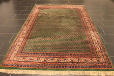 Magnificent handwoven Oriental palace carpet, Sarough Mir, 175 x 250cm, made in India, excellent highland wool around 1990